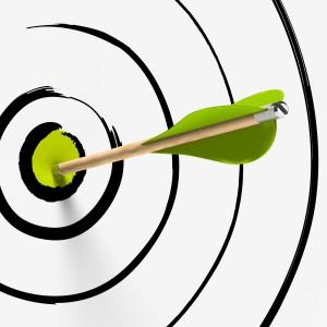 objetivo y flecha en el centro - éxito, estrategia y precisión